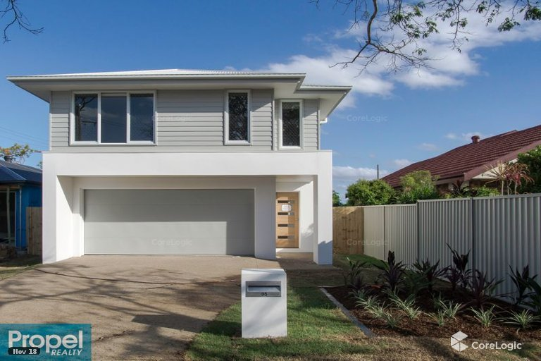 providence-property-north-brisbane-four-bedroom-courtyard